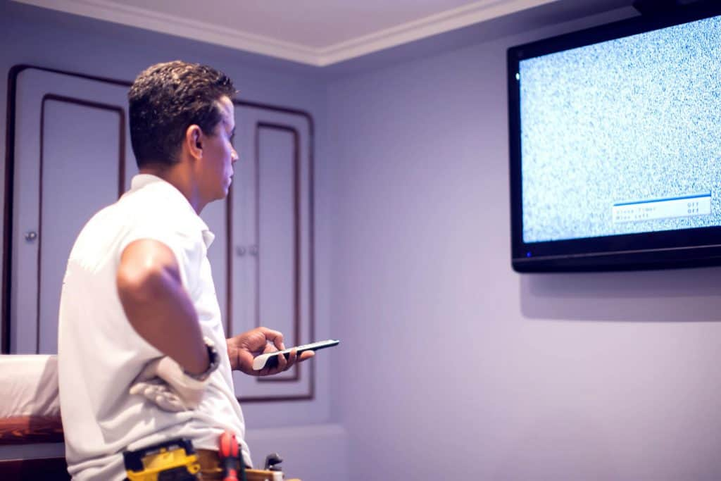 התקנת טלוויזיה על קיר