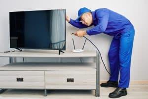 באיזה גובה תולים טלוויזיה